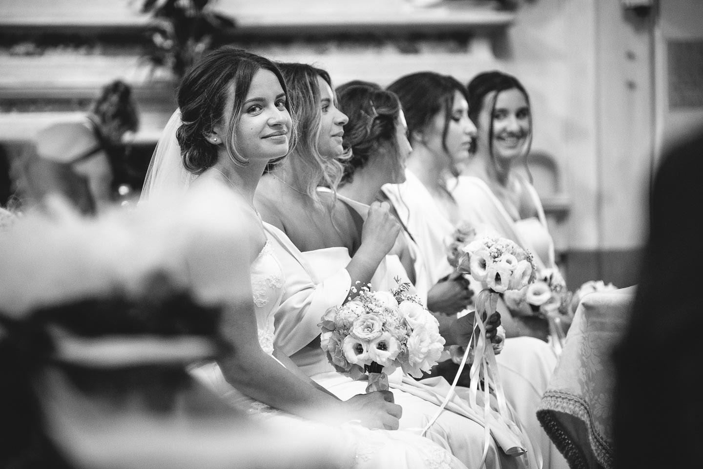 matrimonio-religioso-sassuolo-sguardi-sposa-damigelle