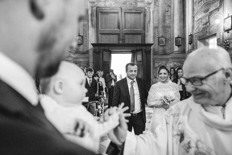 matrimonio-religioso-sassuolo-ingresso-sposa-pioggia-francesco-ferrarini