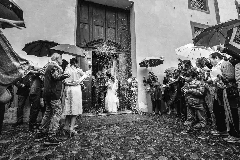 Fotografo-matrimoni-Sassuolo-cerimonia-lancio-riso-pioggia-francesco-Ferrarini-Studio