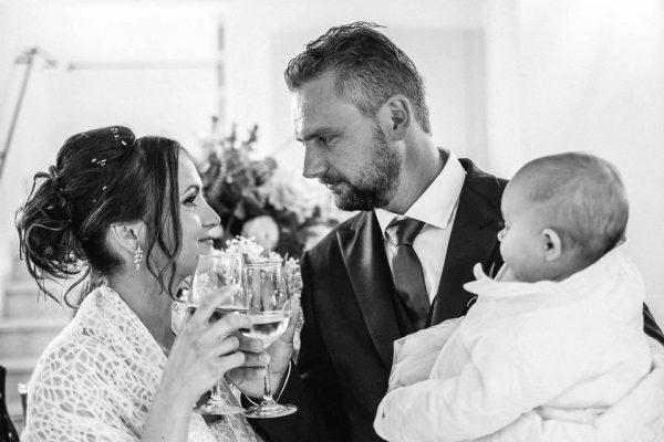 Fotografo-matrimoni-Sassuolo-Villa-Cattania-brindisi-sposi-Francesco-Ferrarini-Studio