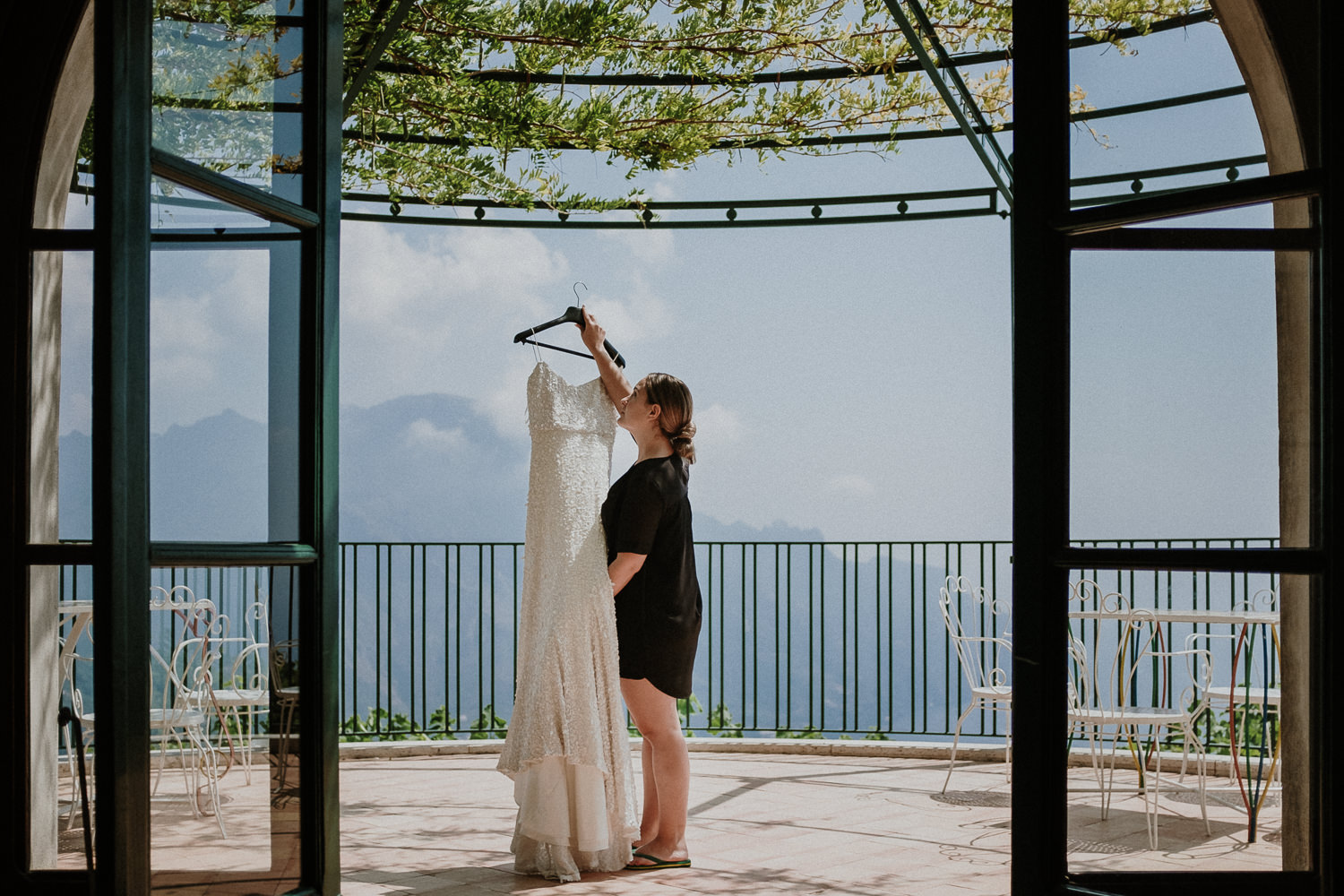 bride-dress-bridemaids-getting-ready-matrimonio-villa-eva-ravello-francesco-ferrarini