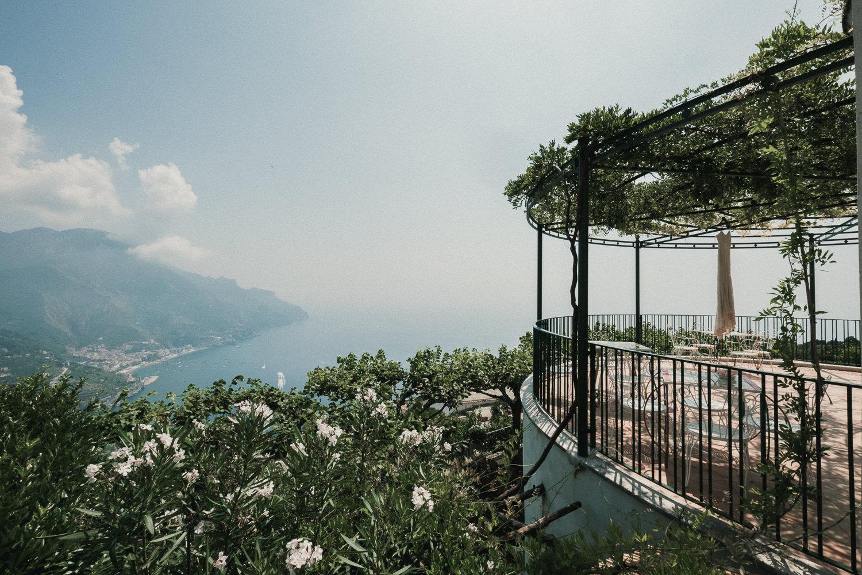 bride-dress-bridemaids-getting-ready-matrimonio-villa-eva-ravello-francesco-ferrarini