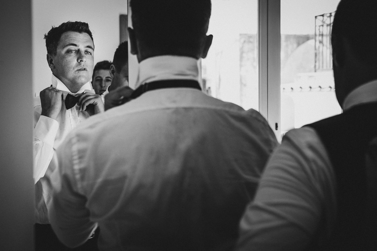 groom-getting-ready-matrimonio-villa-eva-ravello-francesco-ferrarini