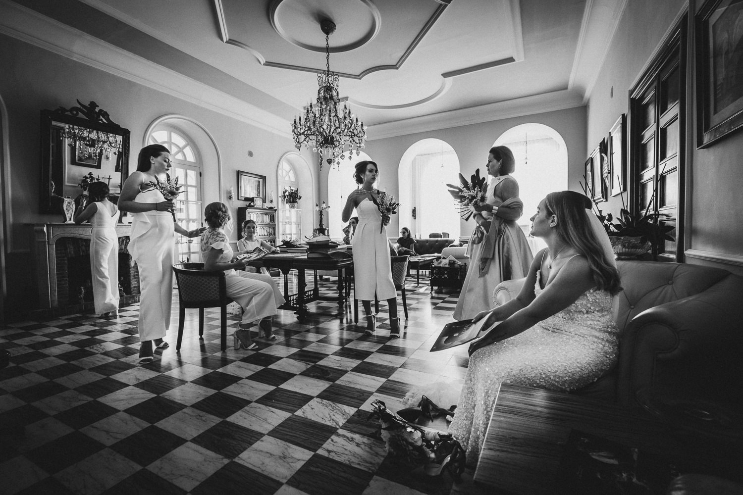 bride-bridemaids-getting-ready-matrimonio-villa-eva-ravello-francesco-ferrarini