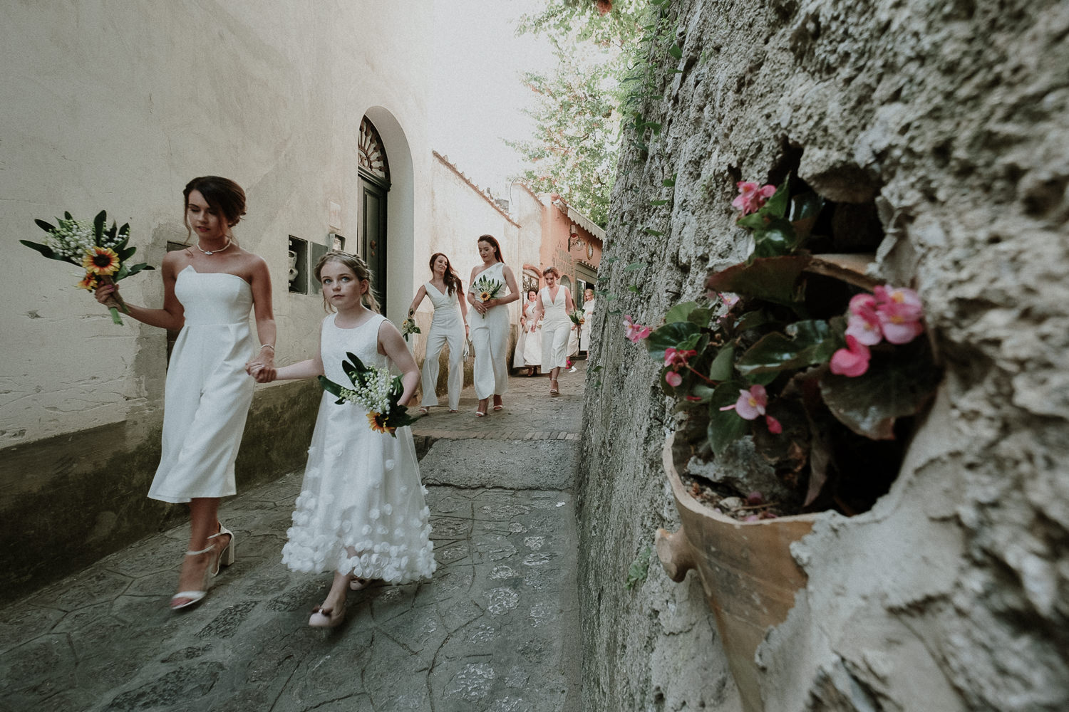 bride-bridemaids-arrive-ceremony-matrimonio-villa-eva-ravello-francesco-ferrarini
