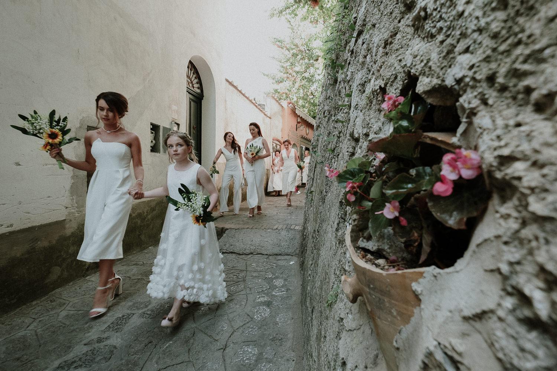 bride-bridemaids-arrive-ceremony-matrimonio-villa-eva-ravello-francesco-ferrarini