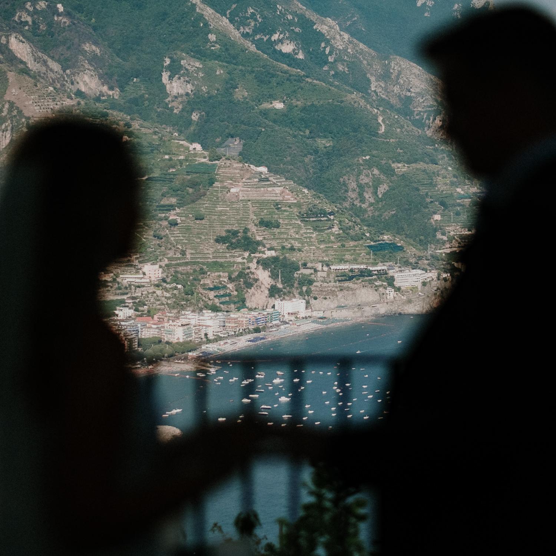 bride-groom-amalfi-coast-background-villa-eva-ravello-francesco-ferrarini