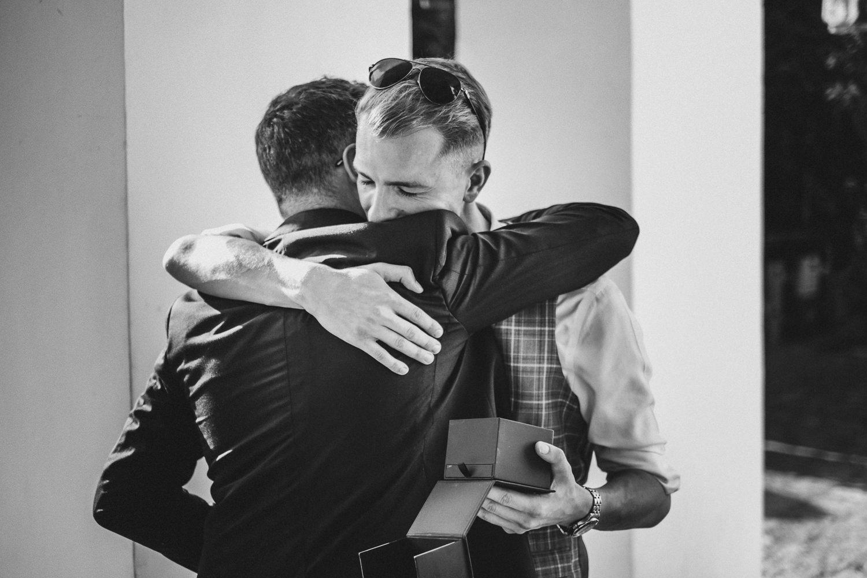 abbraccio-matrimonio-villa-eva-ravello-francesco-ferrarini