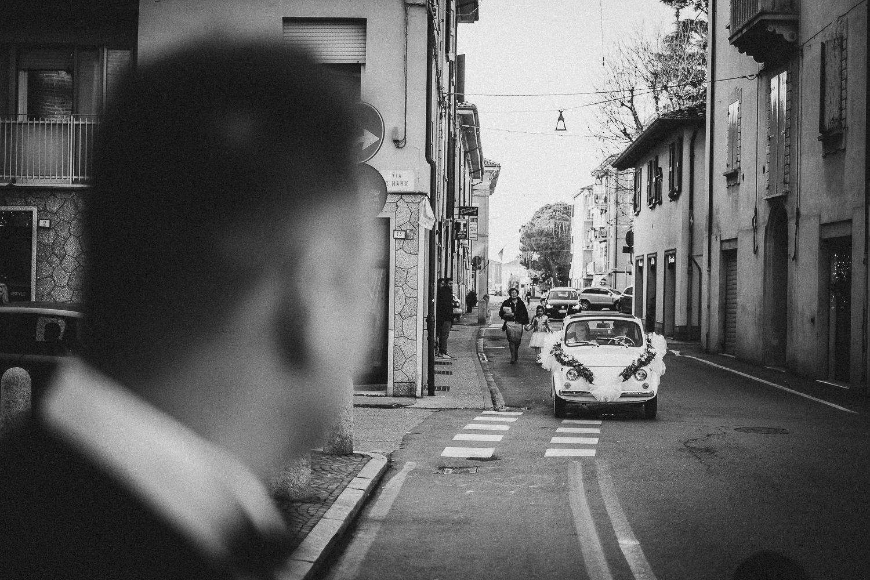 arrivo-sposo-cerimonia-Francesco-Ferrarini-studio-fotografo-modena
