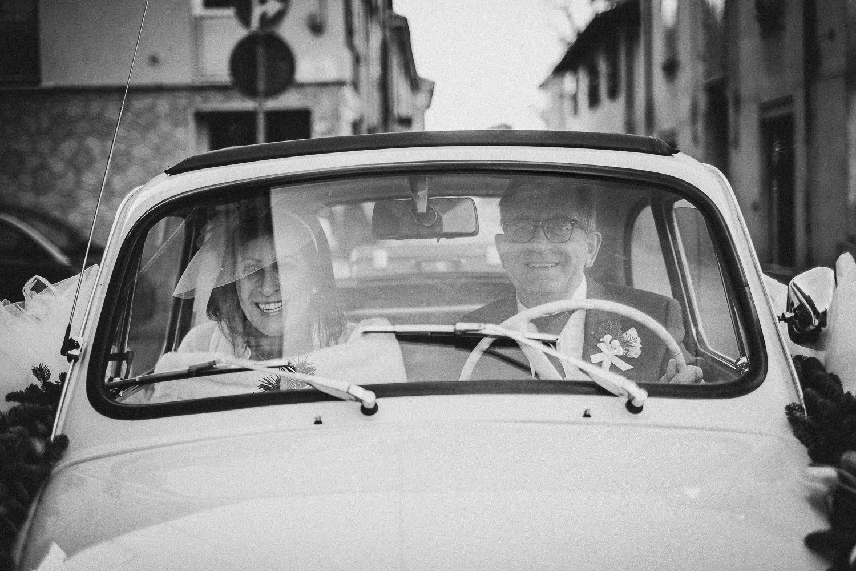 arrivo-sposa-cerimonia-Francesco-Ferrarini-studio-fotografo-modena