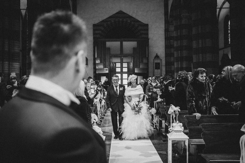 ingresso-sposa-cerimonia-Francesco-Ferrarini-studio-fotografo-modena