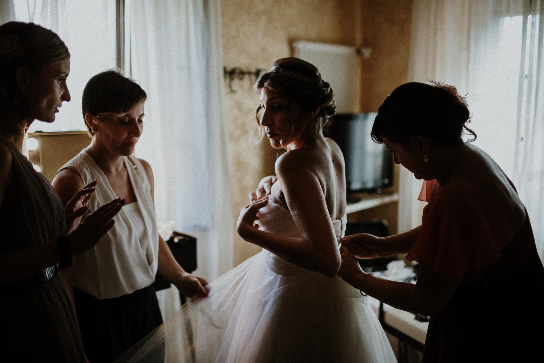fotografo-matrimonio-monte-gesso-vestito-sposa-francesco-ferrarini